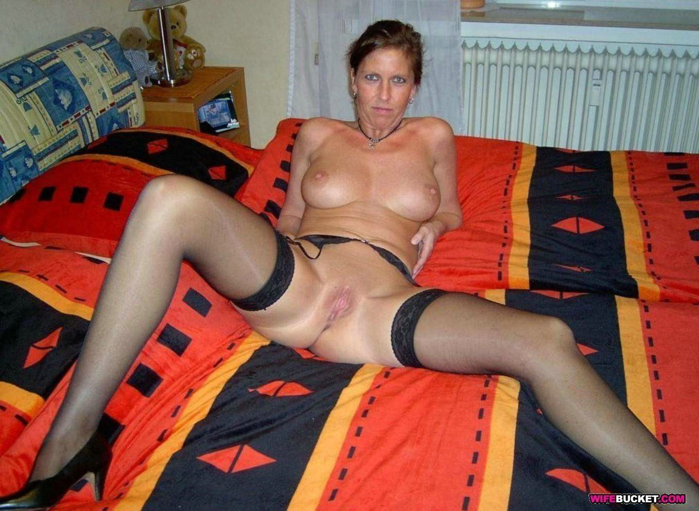 amateur mature posted submitted nude photos