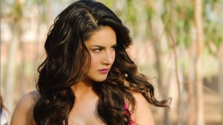 sunny leone photo with